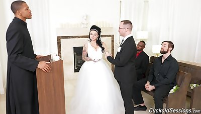 Groom watches his BBW bride banged wide of others on the wedding go steady with