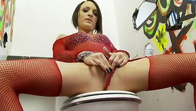 Passionate broad tries the worthiness hole for some nasty pleasures