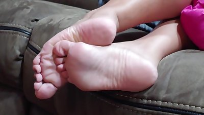 Spying my wife feet in the siamoise