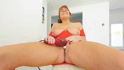 Excellent solo simpatico with a hot mom who's tits are saggy