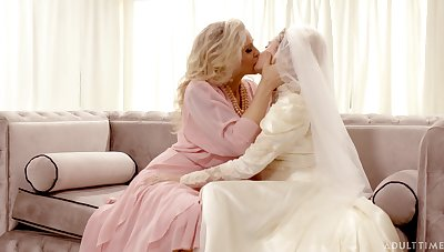 Hot pet Julia Ann turns a wedding into a really kinky pussy licking workout