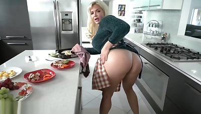Son prefers his adult stepmoms inked pussy be advantageous to dinner