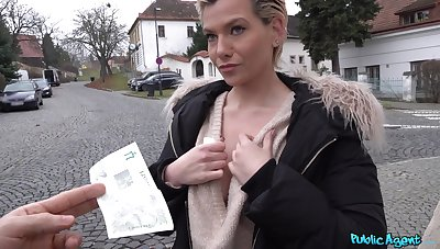 Amateur gets picked in the air and paid for a session be proper of premium sex