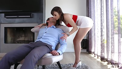 Erotic Mr Big MILF Lexi Luna rides cock in a really mad way for orgasm