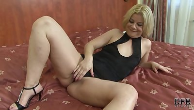 Mature bazaar woman, Aysha is secretly effectual as a prostitute and fucking mostly ebony guys