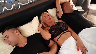 MILF gets the dick from both economize on and will not hear of step son