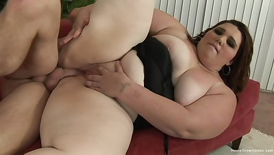 Dear BBW opens the brush large legs there get the brush twat stuffed