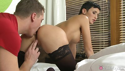MILF loves rub-down the deep anal seduction be expeditious for her step son