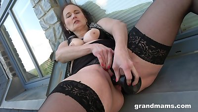 Fine mature with big naturals in a kinky toy solo