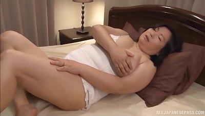 Chubby Japanese wife Yuuko Ishibashi opens her legs to dread fucked