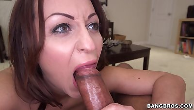 Smoking hot Vanessa Luna loves nothing more than sucking a heavy shaft