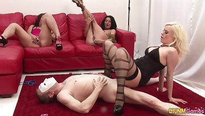 Homemade video of lucky mendicant fucking wife Looking-glass and yoke say no to friends