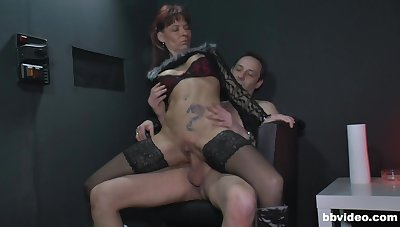 Grown-up babe drops on her knees to be fucked balls deep away from a stranger